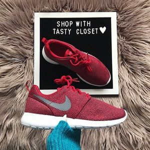 Nike roshe one sneakers